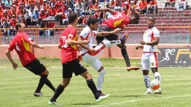 Deportivo Cuenca y Fuerza Amarilla jugaron en el estadio Serrano Aguilar el 12 de febrero del 2017. Foto: Boris Romoleroux/ API