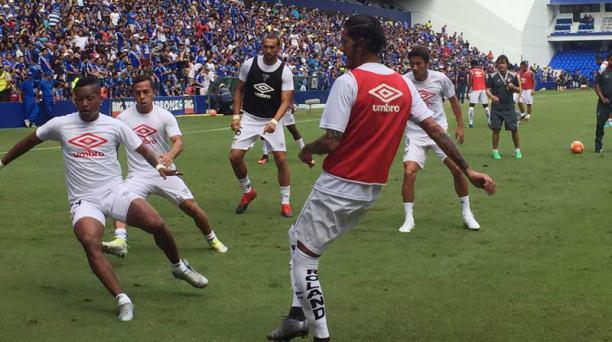 Jugadores de Liga de Quito en el estadio Capwell minutos antes del partido ante Emelec. Foto: Mario Faustos/ EL COMERCIO