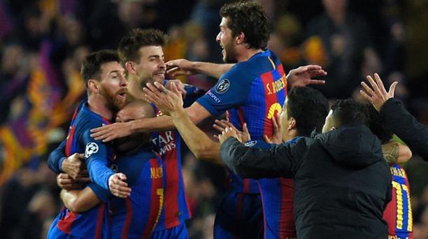 Los jugadores del FC Barcelona celebran su victoria durante el partido de fútbol del FC Barcelona contra el Paris Saint-Germain FC en el estadio Camp Nou en Barcelona el 8 de marzo de 2017. AFP