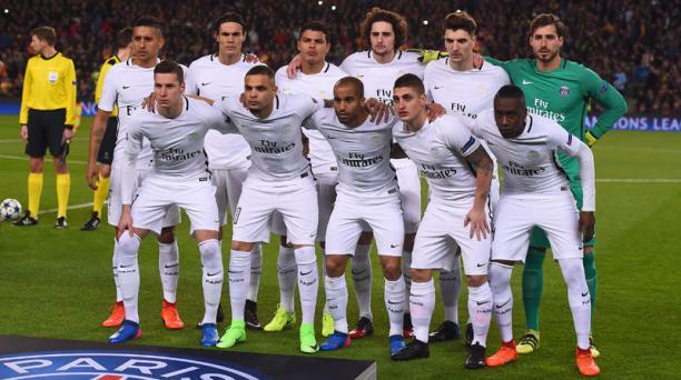 Los jugadores del Paris Saint-Germain posan antes del partido de los octavos de final de la UEFA Champions League FC Barcelona contra el Paris Saint-Germain FC en el estadio Camp Nou de Barcelona el 8 de marzo de 2017. AFP