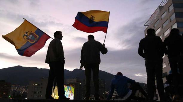 Fiesta y manifestaciones: las dos caras de la noche de elecciones