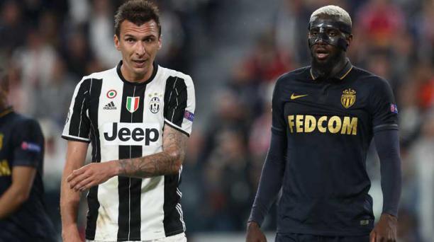 El delantero de la Juventus, Mario Mandzukic (L) junto al mediocampista francés de Mónaco Tiemoue Bakayoko durante el partido de ida de la UEFA Champions League Juventus vs Monaco.