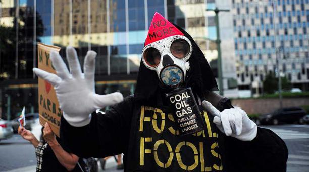 Activistas participaron el 1 de junio en una manifestación en Nueva York para protestar en contra de la decisión del presidente Donald Trump de retirar a EE.UU. del Acuerdo de París. Foto: AFP