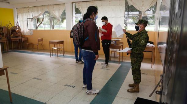 Las Juntas Receptoras del Voto (JRV) se conformaron con la supervisión de los militares. Foto: Diego Pallero / El Comercio