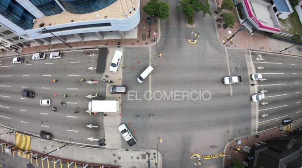 En las vías del Puerto Principal de Ecuador las personas y el tráfico vehicular desaparecieron en el primer día del confinamiento el 24 de abril del 2021, por el repunte de casos de covid-19. Foto: Enrique Pesantes/ EL COMERCIO