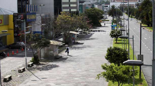 Quito dejó postales de una capital vacía, sin gente y casi sin vehículos, en el primer día del confinamiento ante la propagación del covid-19, el 24 de abril del 2021. Foto: Julio Estrella/ EL COMERCIO