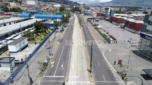 Avenida Pedro Vicente Maldonado, en el sector de El Recreo, en el sur de Quito. Foto: Diego Pallero/  EL COMERCIO