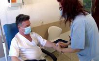 Un hospital de Madrid prueba con eficacia la vacuna contra el covid entre sanitarios alérgicos